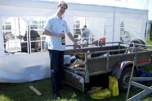 Björn DK1EAW holt sich noch schnell einen Nachschlag aus unserer fahrbaren Küche